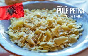 Bir Arnavut yemeği olan pule petka